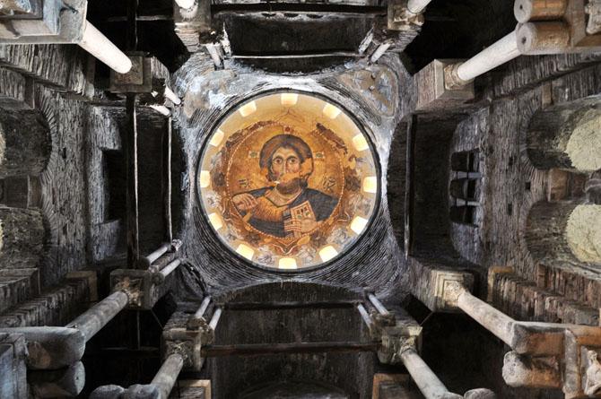 Παναγία η Παρηγορήτισσα, η Βυζαντινή εκκλησία της Άρτας με τον τρούλο που αιωρείται. Ο θρύλος του πρωτομάστορα που ζήλεψε το επίτευγμα του βοηθού του και τον δολοφόνησε...