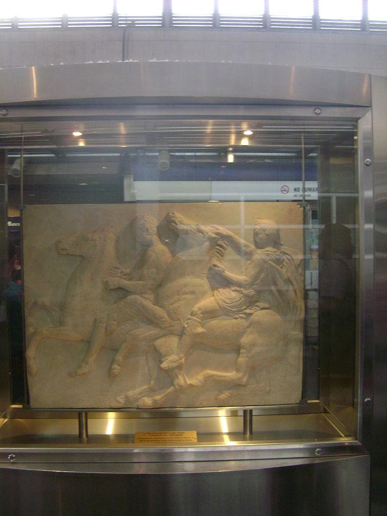 Στη Χιλή υπάρχει σταθμός Μετρό με το όνομα «Ελλάδα» -Γεμάτο αντίγραφα από ελληνικές αρχαιότητες, εντυπωσιάζει..ΕΙΚΟΝΕΣ