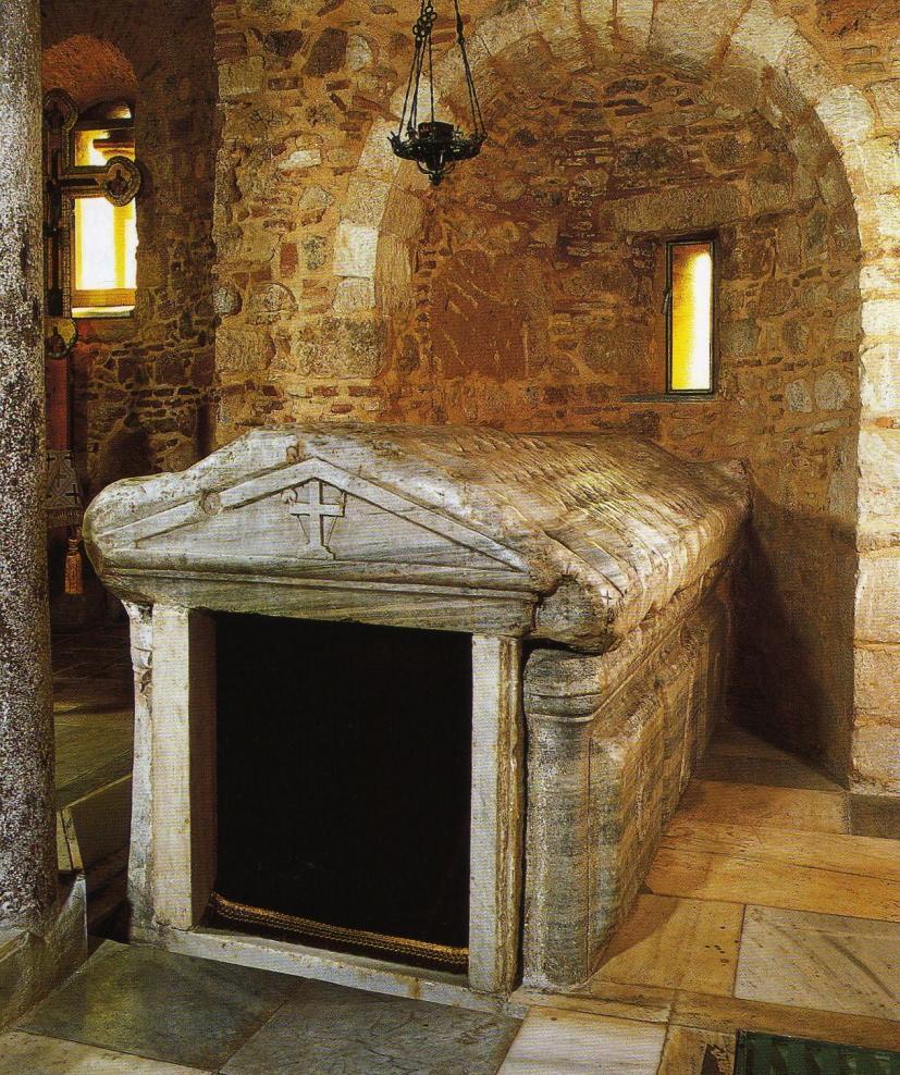 Θήβα :Εορτάζει ο ιδρυτής της Βοιωτικής Εκκλησίας, ο Ευαγγελιστής Λουκάς - Ο  τάφος του Ευαγγελιστή Λουκά στη Θήβα(ΦΩΤΟ)