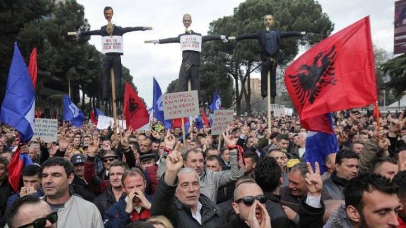 Καλπάζει η διαφθορά στην Αλβανία του Ράμα - 880 εκ. ευρώ το χρόνο ...