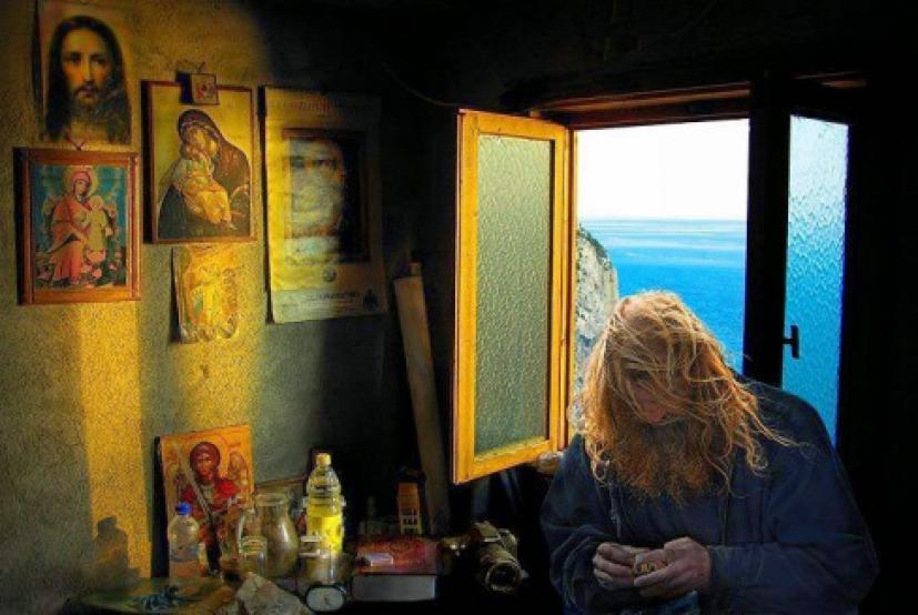 Αποτέλεσμα εικόνας για ΓΕΡΟΝΤΑΣ ΑΜΒΡΟΣΙΟΣ ΛΑΖΑΡΗΣ