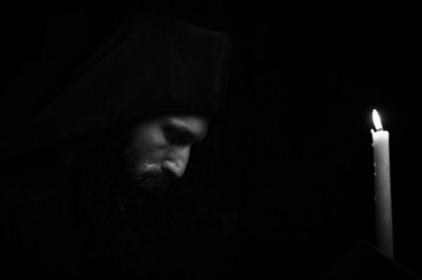 Ένας μοναχός φύτεψε μια ελιά και άρχισε να προσεύχεται…   iEllada.gr