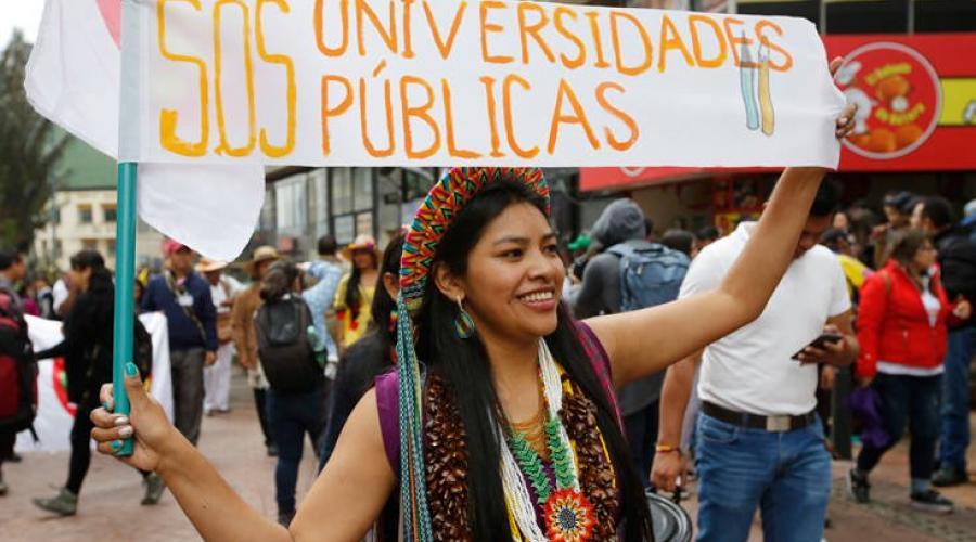 35d00e3a955 Στους δρόμους βγήκαν εκατοντάδες χιλιάδες φοιτητές στις μεγαλύτερες πόλεις  της Κολομβίας, διεκδικώντας περισσότερους πόρους για τα ανώτατα  εκπαιδευτικά ...